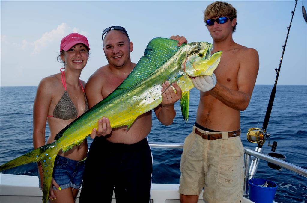 catching-mahi-mahi-fishing-near-shore