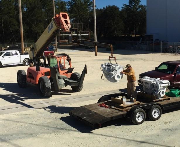 unloading-cat-3126-marine-engine