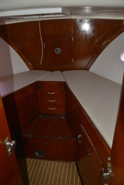 forward-cabin-of-fishing-boat