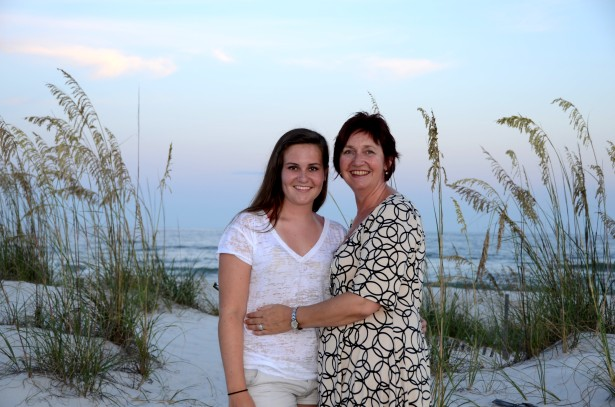 mom-daughter-beach-photography